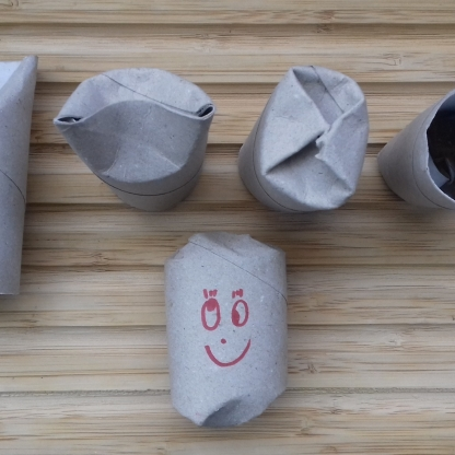Hundespielzeug aus Toilettenpapierrollen basteln